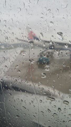 雨の福岡空港