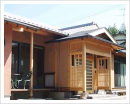 小川の住宅