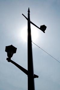 逆光と街灯