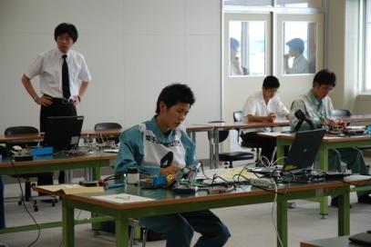 電子回路組立部門の様子2