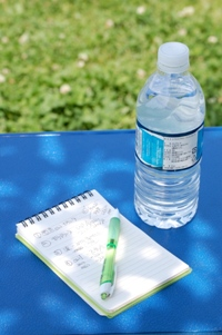 コストコ水とメモ帳