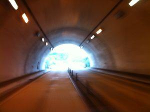 トンネル脱出!