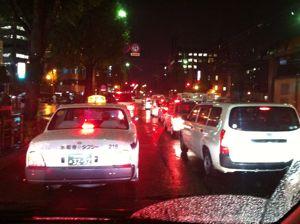 夜の雨の熊本市街