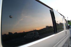 車の窓で夕焼け・・