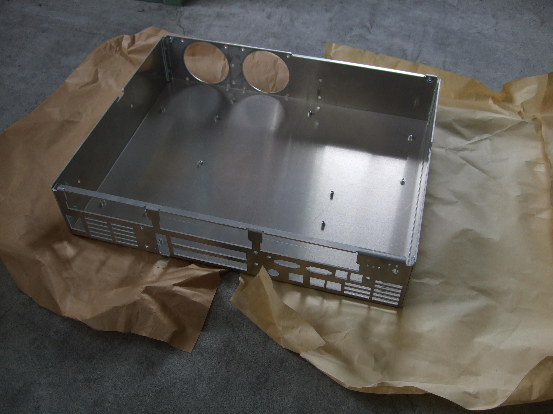 アルミ製の電子機器筐体